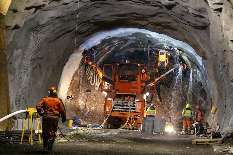 تونل و سازه های زیرزمینی